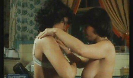 Hermosa diosa pelirroja tiene videos de incesto subtitulado en español sexo tabú con su padrastro