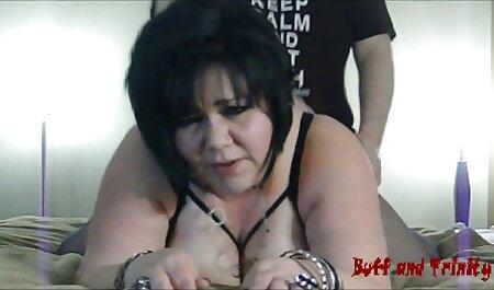 Esposa cachonda seduce a una ama de llaves de grandes tetas para un hentai con subtitulos en español trío caliente