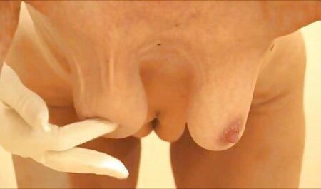 Esposa rubia tetona se masturba la polla en porno ingles subtitulado la piscina