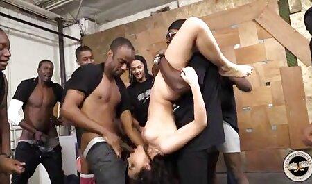 Chica masturbándose videos hentai subtitulado español con bragas rojas de encaje en Vends-ta-culotte