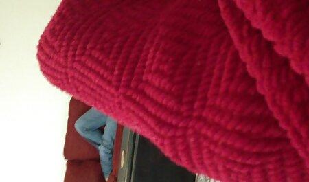 Consolador caliente en el baño de Antoinette ver hentai audio español