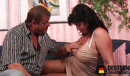Linda belleza porno hentai subtitulado obtiene su coño de golpe duro
