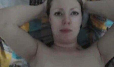 Puta esposa se desnuda y se folla con sub español xxx un consolador