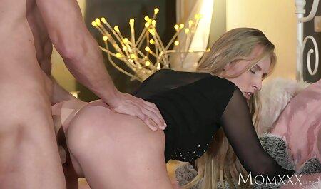 Morena adolescente flaca con tetas pequeñas monta hentai sex sub español una polla enorme